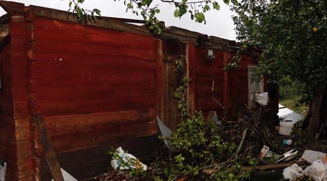 Orduda şiddetli rüzgar evlerin çatılarını uçurdu