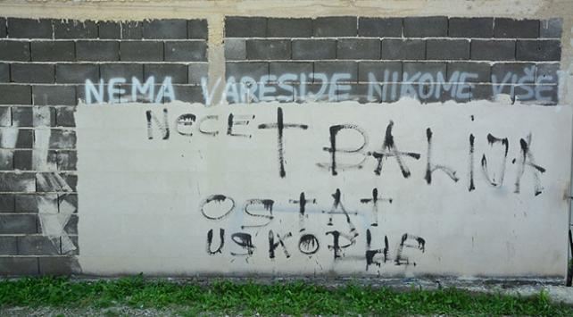 Bosna Hersekte ev ve araçlara ırkçı saldırı