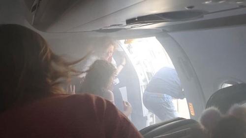Kabini duman dolan yolcu uçağı acil iniş yaptı