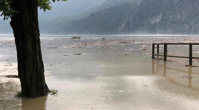 İtalyada heyelan: 200 kişi tahliye edildi