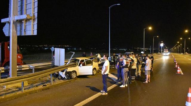 Manisada otomobil bariyerlere çarptı: 3 ölü, 2 yaralı