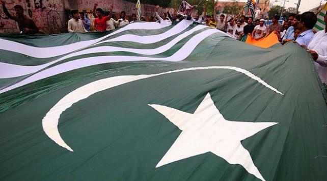 Pakistan Hindistan ile ticari ilişkilerini askıya aldı