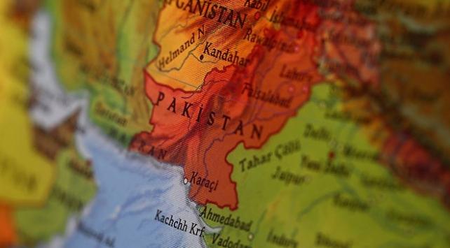 Pakistanda 6 kişi selde elektrik akımına kapılıp öldü