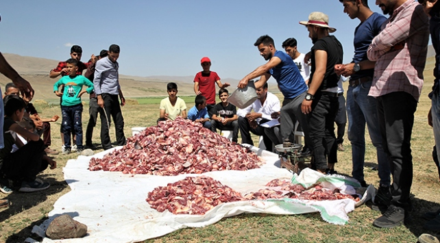 3 ton kurban eti 700 kişiye eşit dağıtıldı