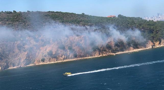 Burgazadadaki yangın söndürüldü