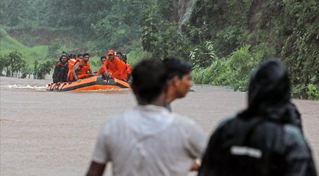 Hindistandaki sel ve heyelanlarda ölü sayısı 201e yükseldi