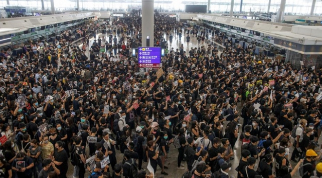 Hong Kong Uluslararası Havalimanında uçuşlar tekrar askıya alındı