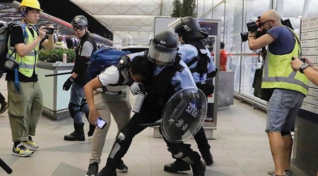 Hong Kongda protestocular ile polis arasında çatışma çıktı
