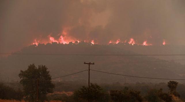 Yunanistan duman altında kaldı Yerleşim yerleri boşaltıldı