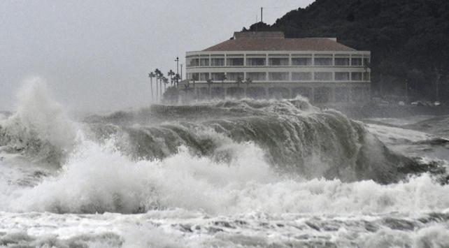 Japonyada fırtına alarmı: Yüzlerce uçuş iptal edildi