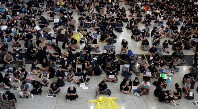 """Çinden Hong Kong Havalimanındaki olaylara """"terör"""" yorumu"""