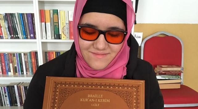 Görme engelli kız Kuran-ı Kerim öğrenme hayalini gerçekleştirdi