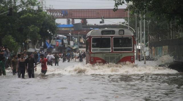 Hindistanda aşırı yağışlarda yaşamını yitirenlerin sayısı artıyor