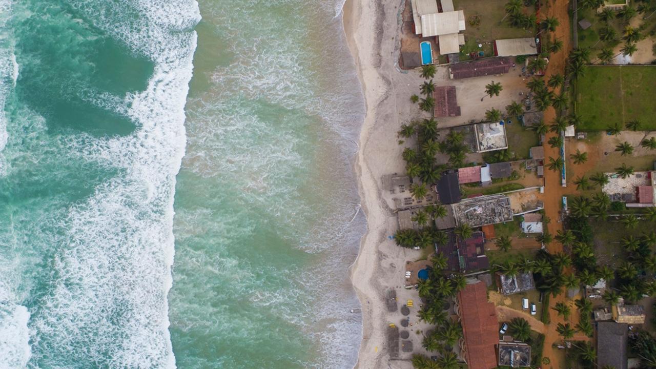 Fildişi Sahilinin cezbeden Atlas Okyanusu kıyıları