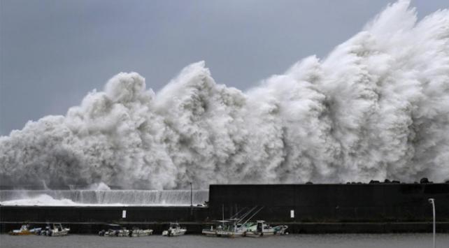 Japonyada Krosa tayfunu: 1 ölü, 50 yaralı