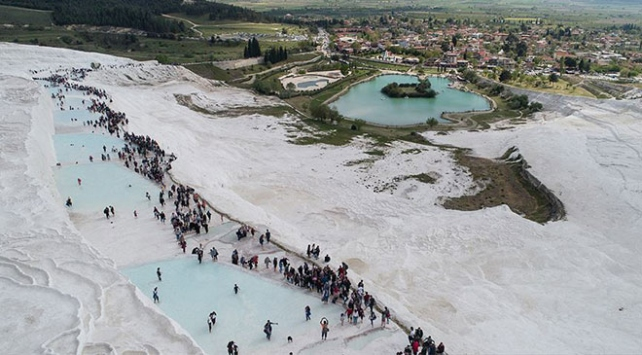 Pamukkaleyi bayramda 70 bin kişi ziyaret etti