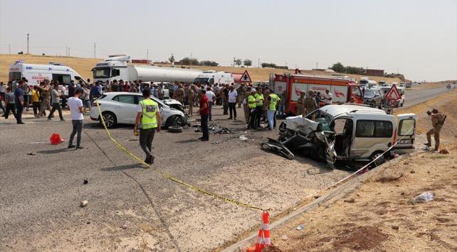 Diyarbakırda zincirleme trafik kazası: 3 ölü, 14 yaralı