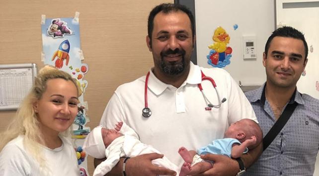700 gram doğan ikizler hayata tutundu