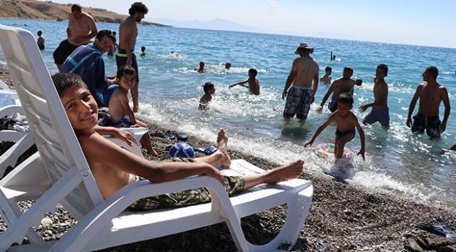 Türkiyenin denize kıyısı olmayan ilk mavi bayraklı plajına yoğun ilgi