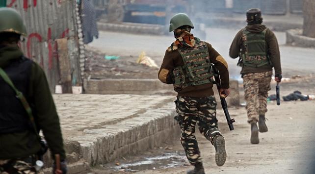 Keşmirde çatışma: 3 Pakistan askeri ile 5 Hint askeri öldü