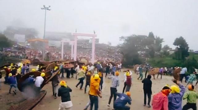 Hindistanda taş atma festivali: 100 yaralı