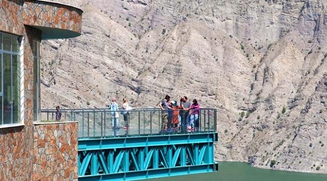 Türkiye'nin en uzun cam terası adrenalin tutkunlarını ağırlıyor