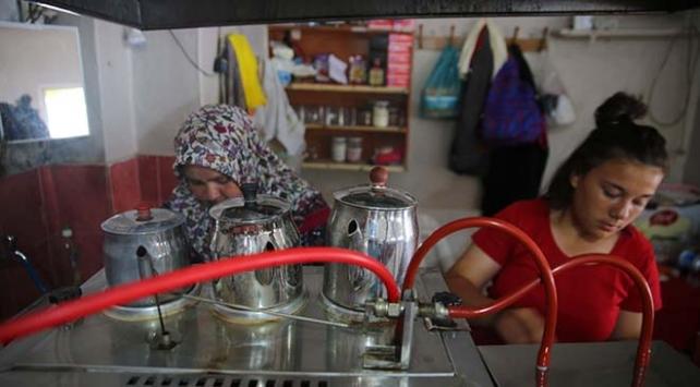 Köy kahvehanesini anne kız işletiyor