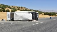Diyarbakır'da minibüs devrildi: 1'i ağır, 7 yaralı