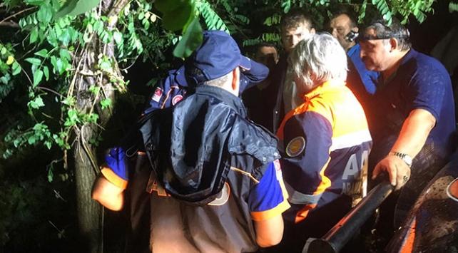Bartında 5 kişinin bulunduğu araç baraja devrildi