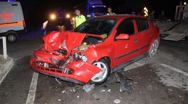 Amasyada yolcu minibüsü ile otomobil çarpıştı: 13 yaralı