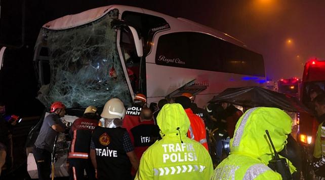Düzcede yolcu otobüsü tıra çarptı: 37 yaralı