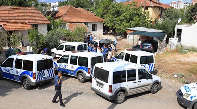 Antalyada iki grup hastane önünde birbirine ateş açtı