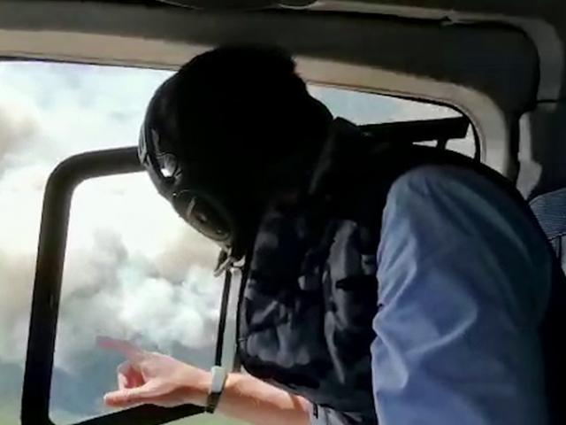 Bakan Pakdemirli, Karabağlar'daki yangını havadan inceledi