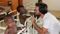 TİKA gönüllüleri Senegal'de yetimleri sevindirdi