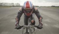 Özel üretim bisikletiyle hız rekoru kırdı