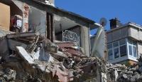 Bina yıkıldı, dairenin duvarının olmadığı anlaşıldı