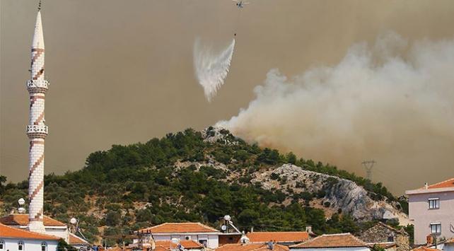 İzmirdeki orman yangını Menderes ve Seferihisar ilçelerine sıçradı
