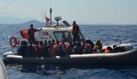 Dikili'de 80 göçmen Sahil Güvenlikten kaçamadı