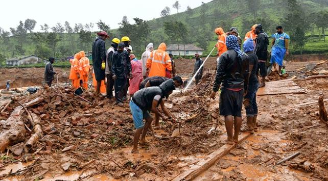 Hindistandaki yağışlarda ölü sayısı artıyor