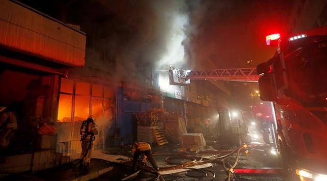 İstanbulda kozmetik deposunda yangın