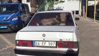 Jandarmadan kaçan otomobillerden 2 çalıntı inek çıktı