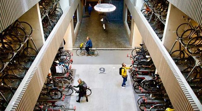 Bisikletler diyarı Hollandaya dünyanın en büyük bisiklet parkı
