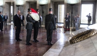 KKTC Başbakanı Ersin Tatar Anıtkabir'i ziyaret etti
