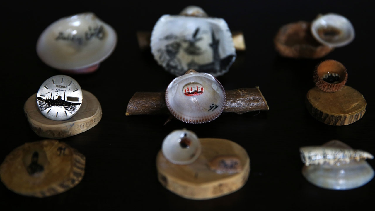Oto döşemeciliğinden minyatür hat sanatçılığına