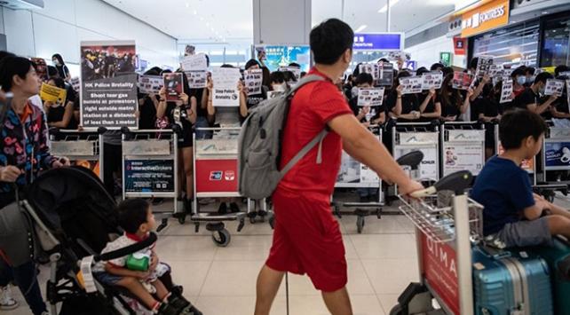 Hong Kong Havalimanı'ndaki protesto yasağı uzadı