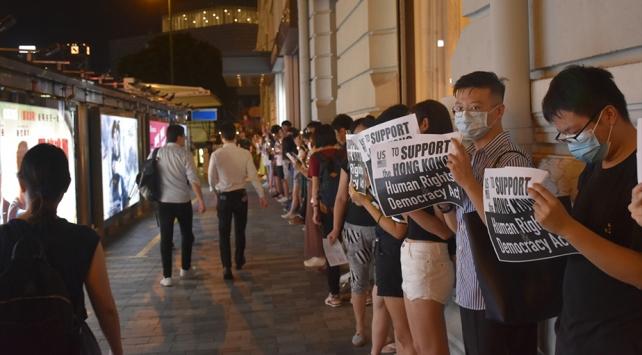 "Hong Kongdaki protestocular ""insan zinciri"" oluşturdu"