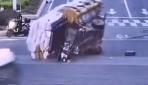 Çinde taşıdıkları yüklerin altında kalan 2 kişiyi yoldan geçenler kurtardı