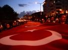 Ahlat'ta 1071 metrekare Türk bayrağıyla fener alayı