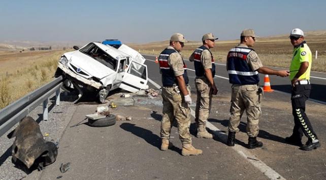 Sivasta otomobil devrildi: 4 yaralı