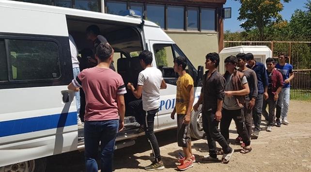Adanada 76 düzensiz göçmen yakalandı